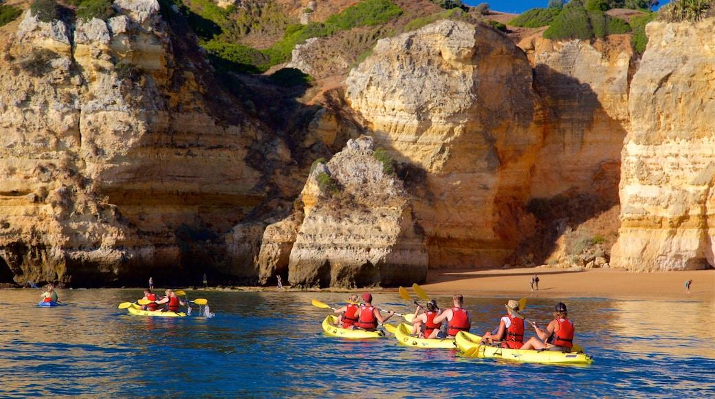 Strand Dona Ana bevat ruige kustlijn, kajakken of kanoën en algemene kustgezichten