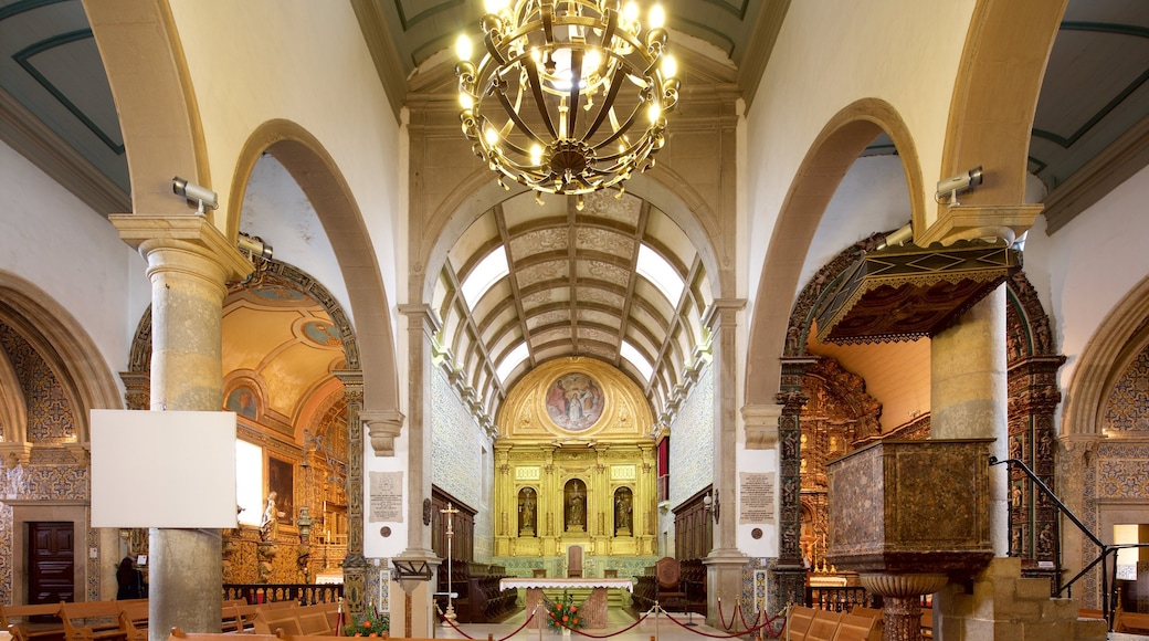 Faro Cathedral featuring heritage elements, a church or cathedral and interior views