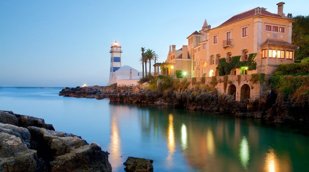Santa Marta Lighthouse Museum mostrando vistas de una costa y un faro