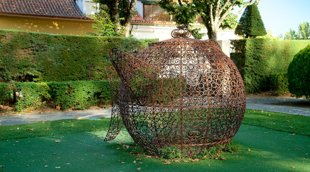 Portugal dos Pequenitos showing a park and outdoor art