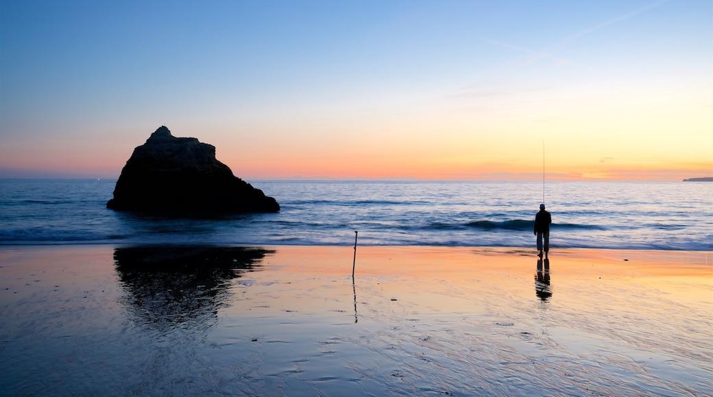 Tres Irmaos Beach toont een strand, vissen en algemene kustgezichten