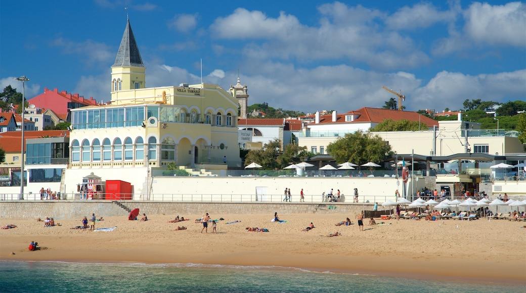 Spiaggia di Tamariz che include vista della costa e spiaggia sabbiosa cosi come un piccolo gruppo di persone