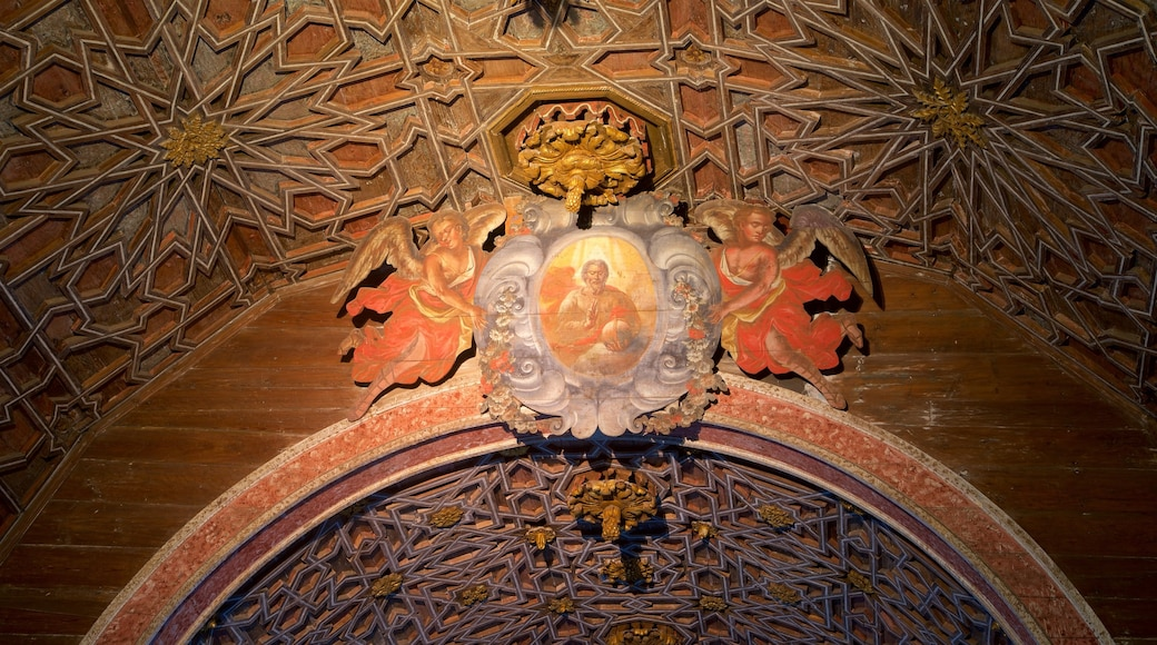 Sintra National Palace showing interior views and religious aspects