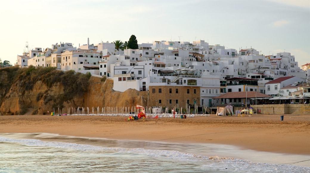 Fisherman\'s Beach which includes a sandy beach, general coastal views and a coastal town