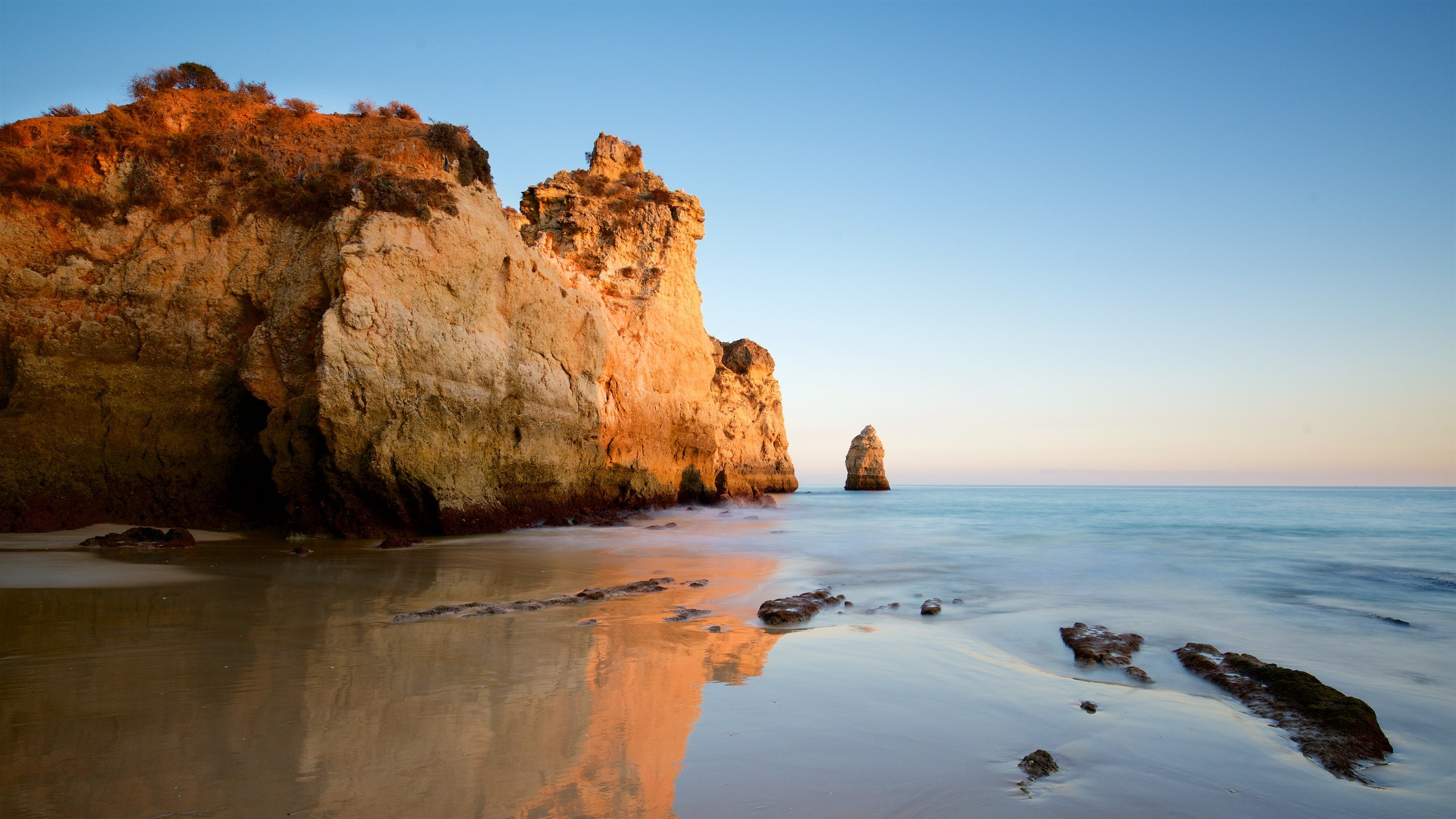 Bring your camera to photograph this striking beach, which is dotted with large, eye-catching rocks that provide shade and shelter, and harbor several caves.