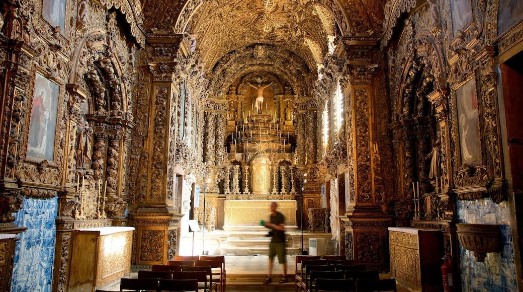 Aveiro qui includes aspects religieux, patrimoine historique et vues intérieures