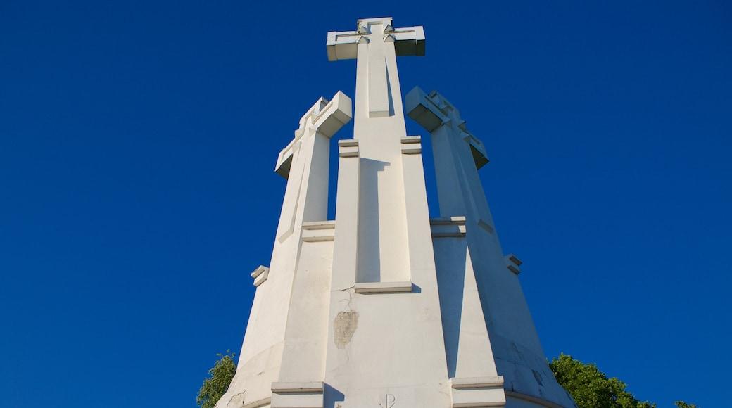 Tre Croci caratteristiche di monumento e religiosità