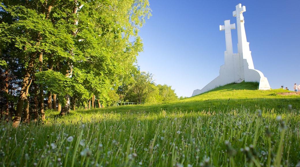 Tre Croci che include parco, monumento e religiosità