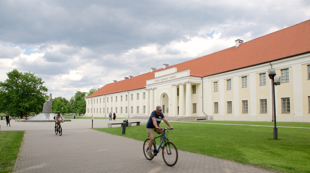 Liettuan kansallismuseo joka esittää perintökohteet, puutarha ja pyöräily