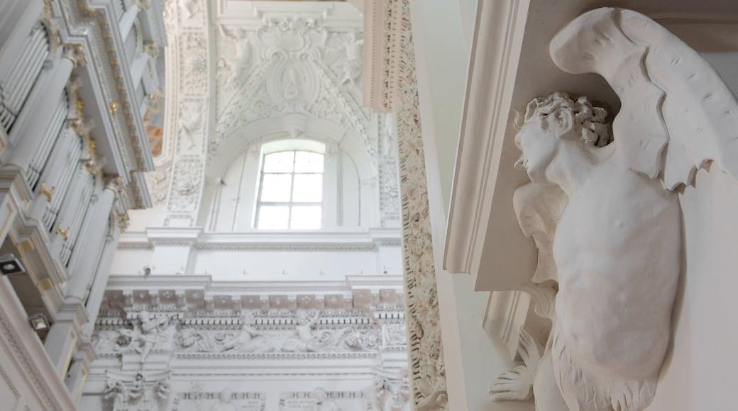 Chiesa dei SS. Pietro e Paolo caratteristiche di vista interna e oggetti d\'epoca