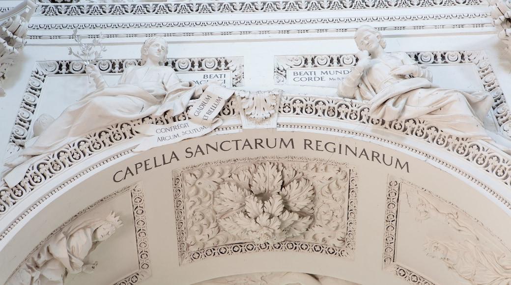 Chiesa dei SS. Pietro e Paolo caratteristiche di vista interna, chiesa o cattedrale e oggetti d\'epoca