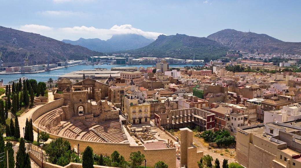 Murcia som inkluderar en stad och historisk arkitektur