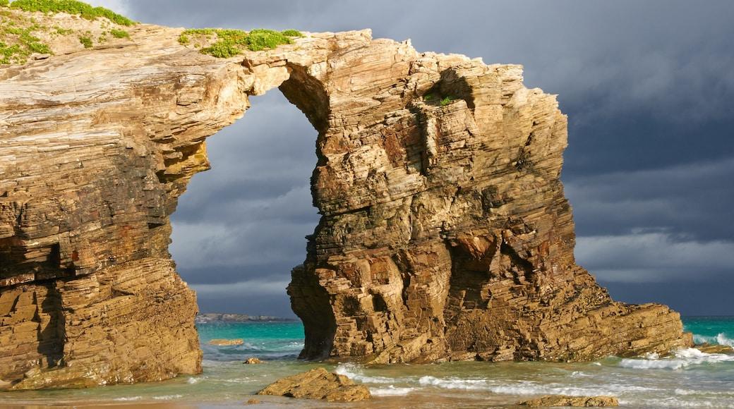Lugo showing rocky coastline and general coastal views