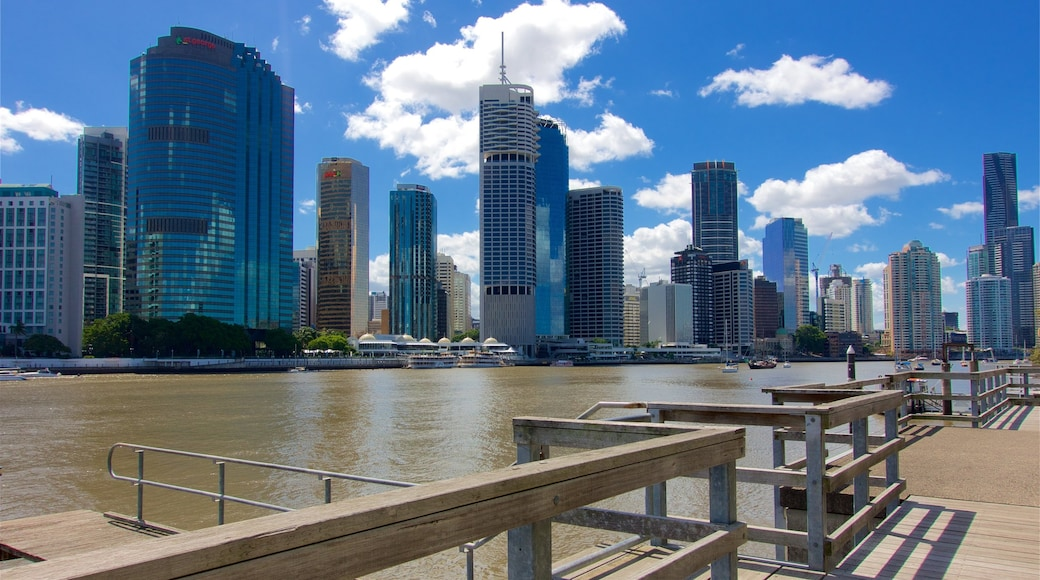 Kangaroo Point Cliffs featuring a skyscraper, a city and a river or creek
