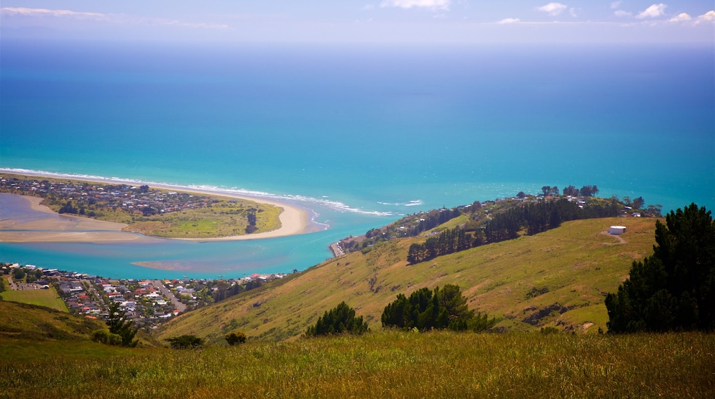 Mount Cavendish showing a coastal town, tranquil scenes and general coastal views