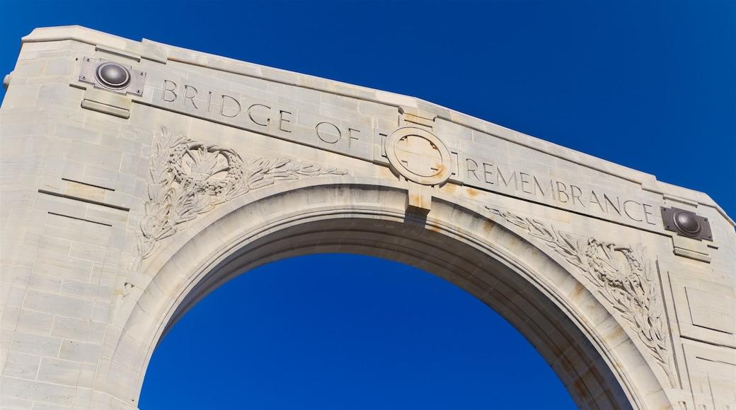 Bridge of Remembrance que incluye elementos patrimoniales