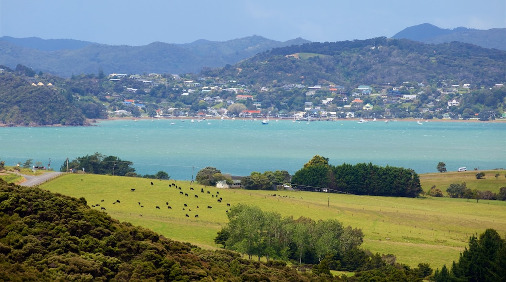 Northland showing a coastal town, tranquil scenes and general coastal views