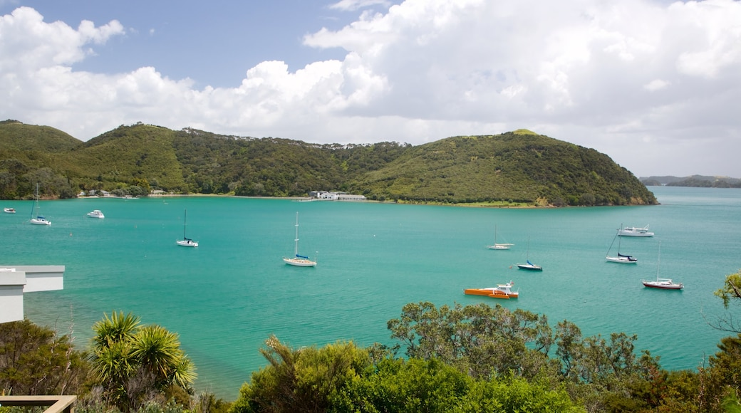 Northland which includes a bay or harbour and a lake or waterhole