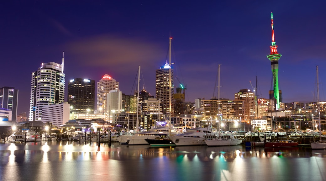 Viaduct Harbour showing a city, night scenes and a bay or harbour