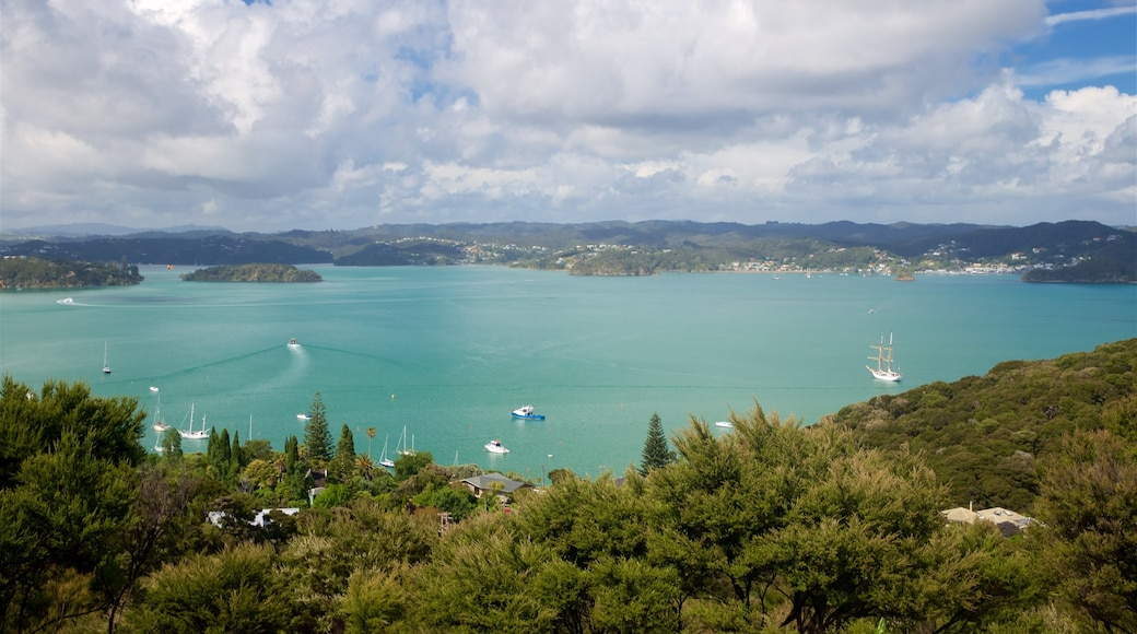 Flagstaff Hill which includes a bay or harbour, tranquil scenes and landscape views
