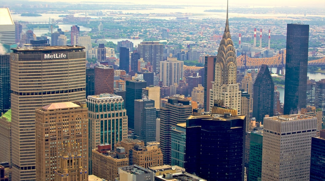 Chrysler Building showing landscape views, a city and a skyscraper