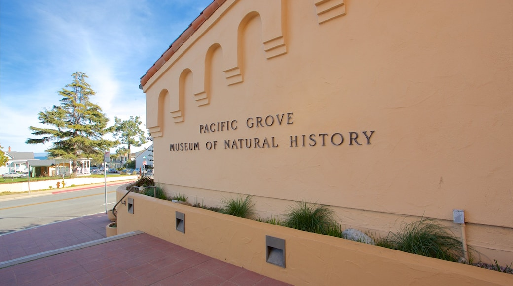 Pacific Grove Museum of Natural History which includes signage