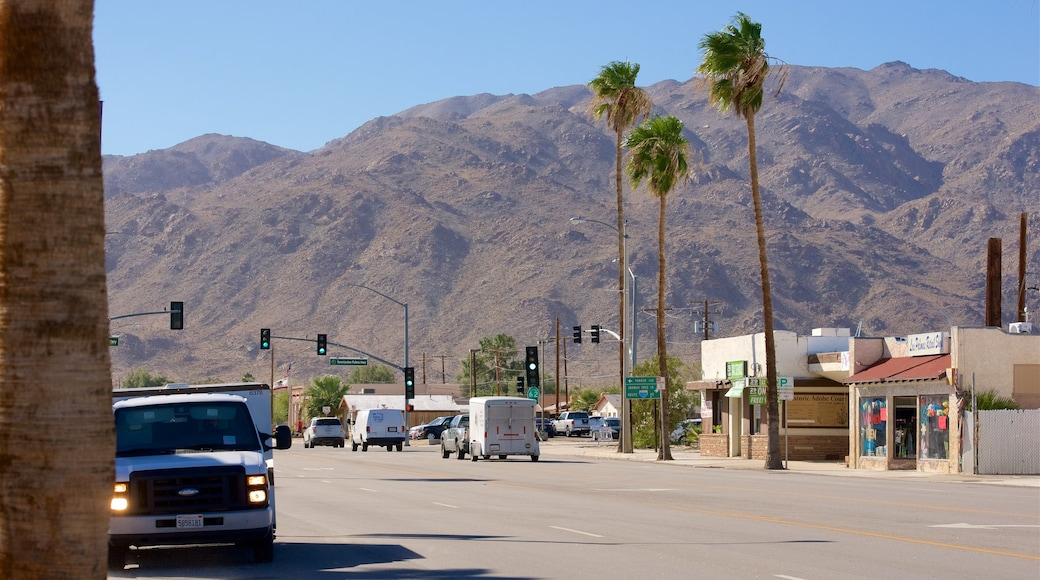 Twentynine Palms showing a small town or village