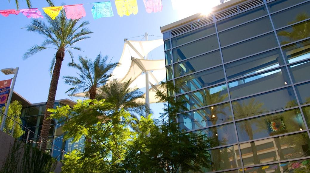 Mesa Arts Center showing cbd, art and a city