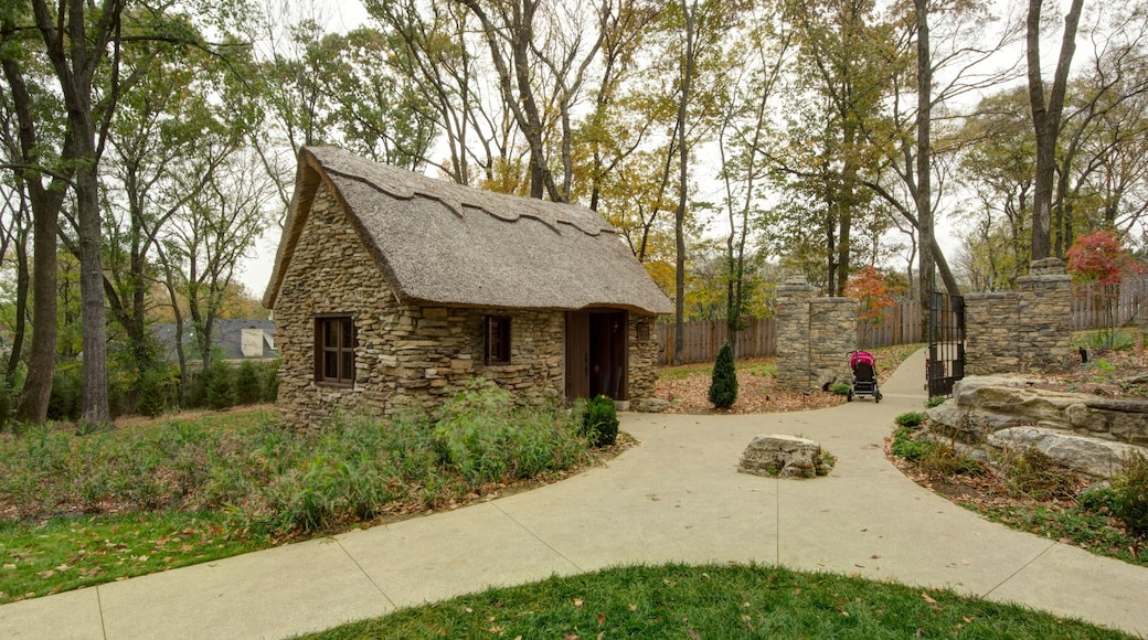Cheekwood Botanical Gardens and Museum of Art which includes landscape views and a park