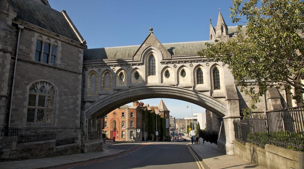 Christ Curch Cathedral mit einem religiöse Aspekte, Kirche oder Kathedrale und Stadt