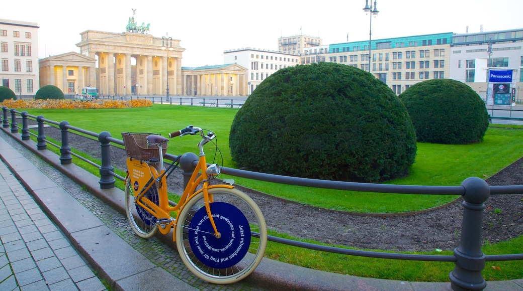 Brandenburg Gate which includes a monument, cycling and a city