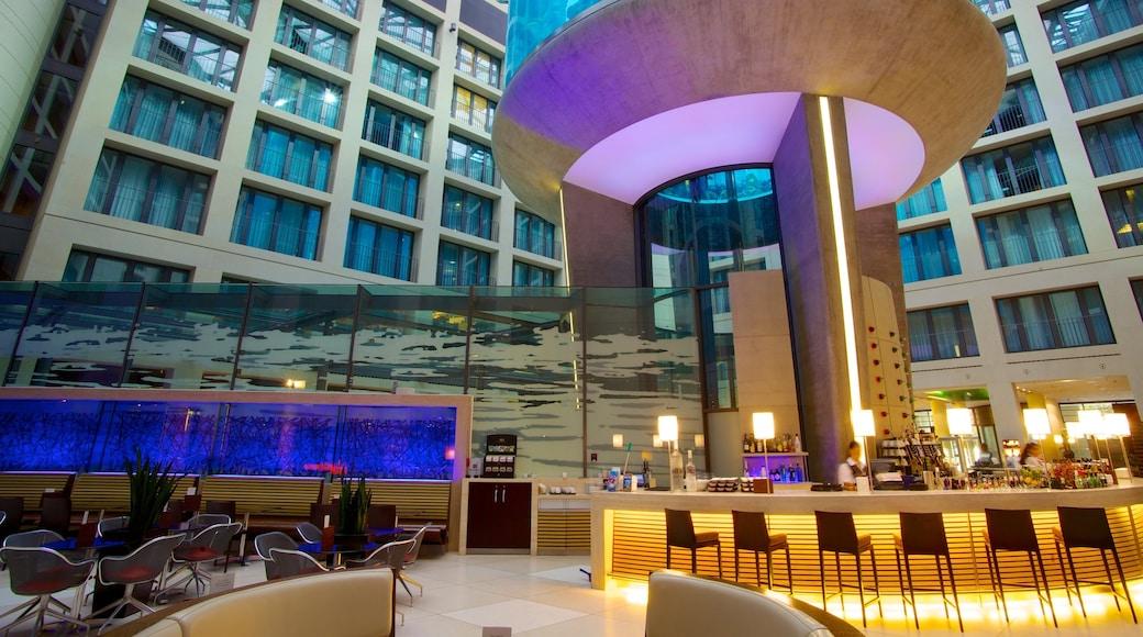Aquadom bevat moderne architectuur, zeedieren en interieur