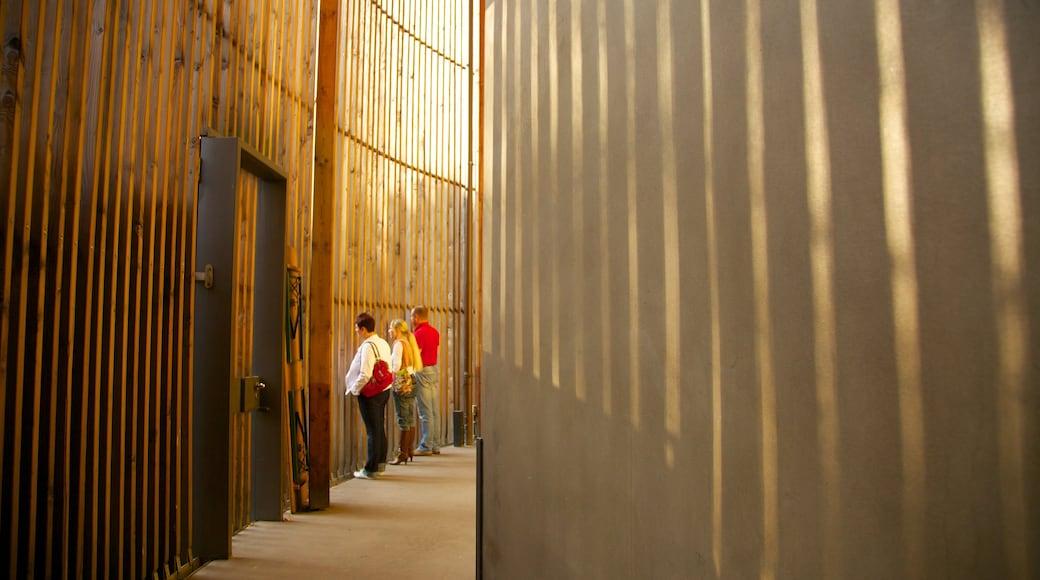 Mémorial du mur de Berlin montrant mémorial et vues intérieures