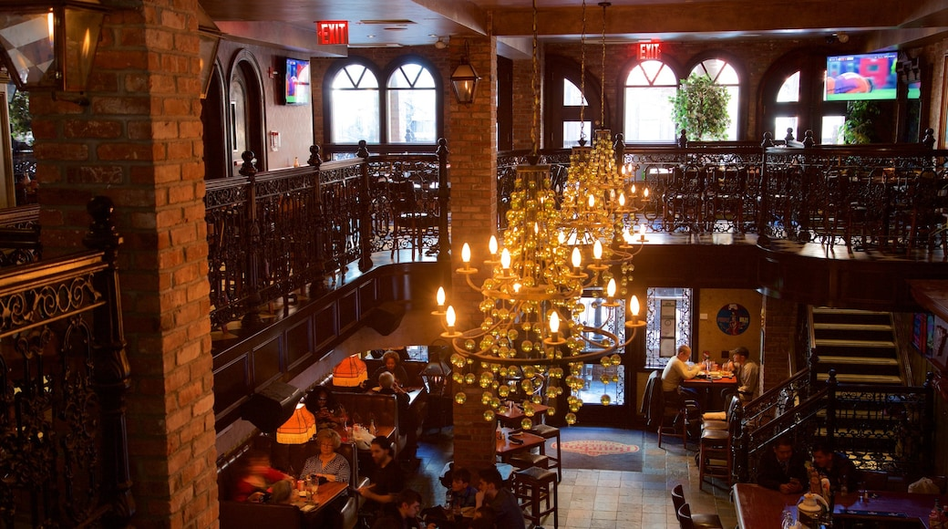 Hell\'s Kitchen which includes dining out and interior views