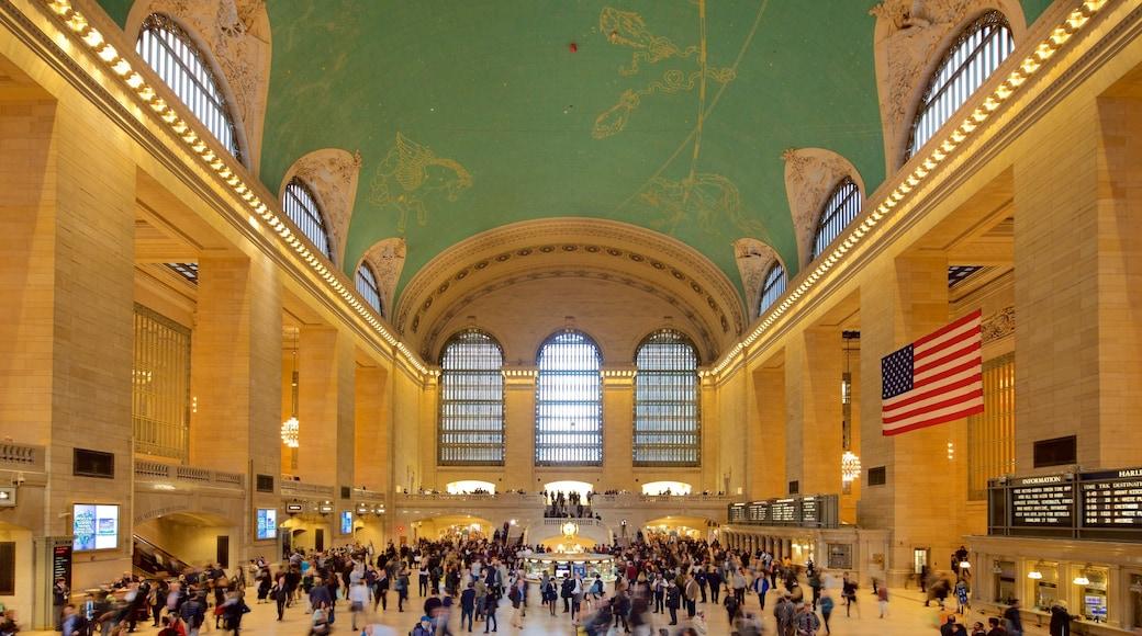 Grand Central Terminal montrant patrimoine historique et vues intérieures aussi bien que important groupe de personnes