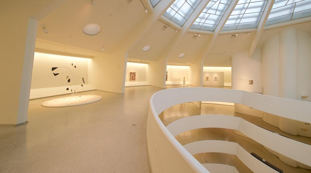 Solomon R. Guggenheim-museet fasiliteter samt kunst og innendørs