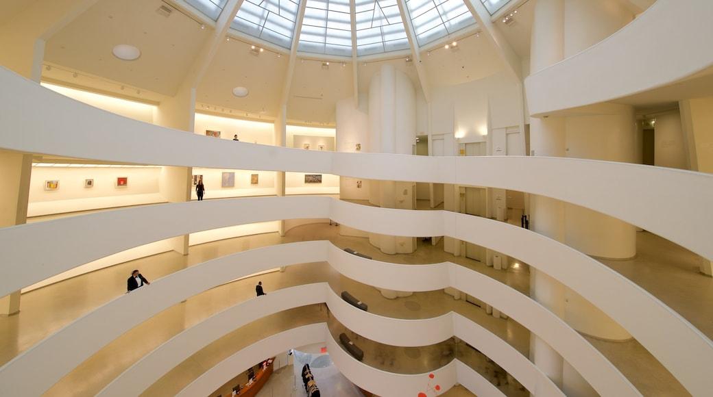 Solomon R. Guggenheim-museet fasiliteter samt innendørs og kunst