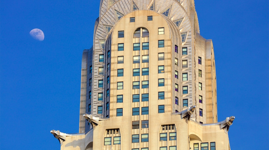 Chrysler Building showing a city and heritage elements