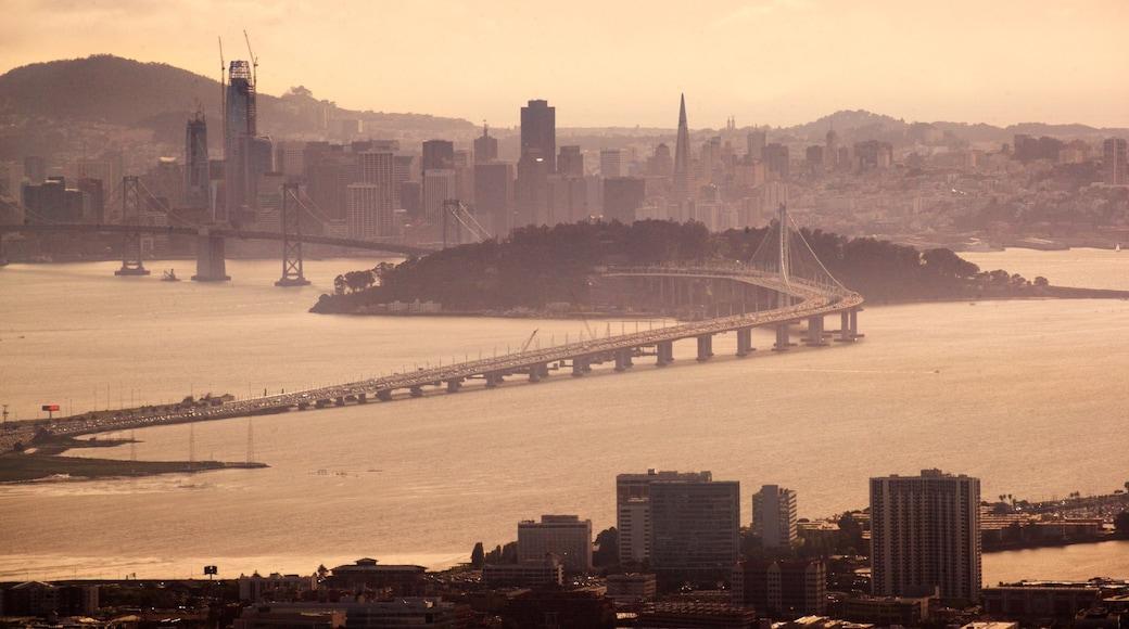 Berkeley showing a bridge, a sunset and a skyscraper