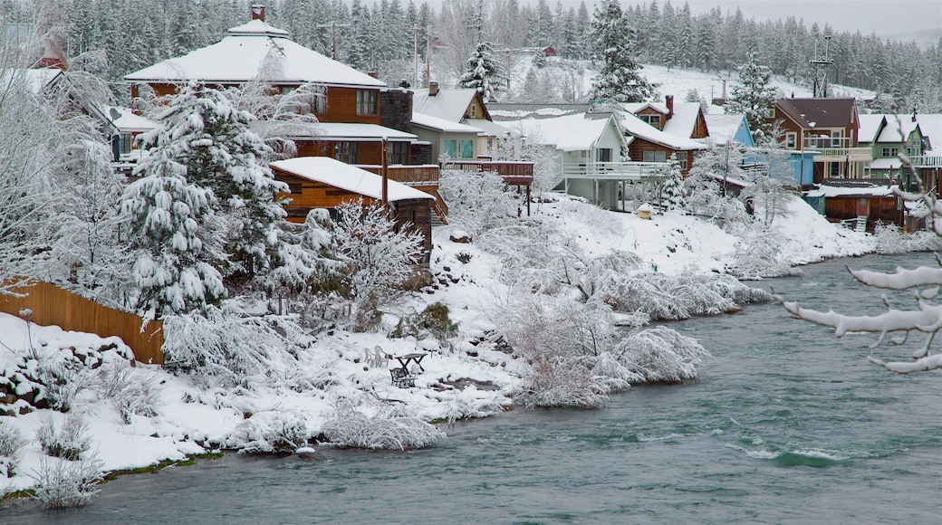 Truckee showing snow, a river or creek and a small town or village