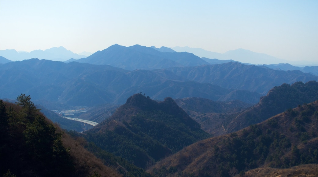 Jinshanling Great Wall showing tranquil scenes, landscape views and mountains