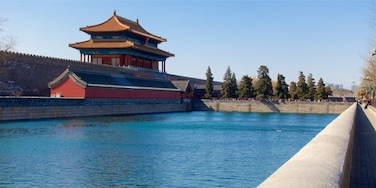Houhai Lake which includes heritage elements and a lake or waterhole