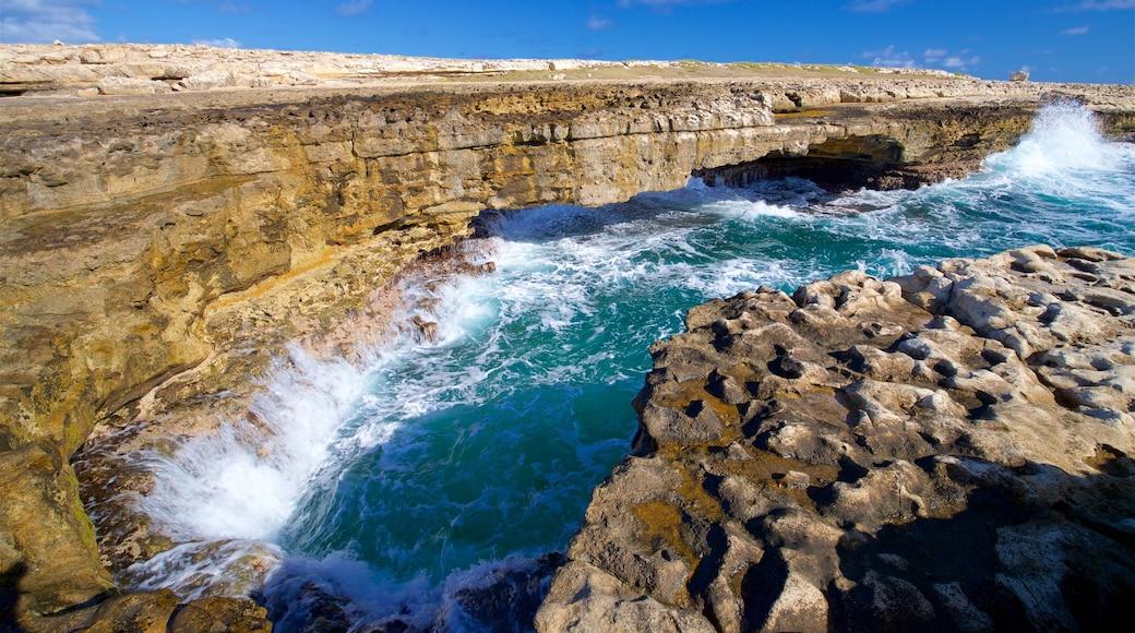 Devil\'s Bridge mit einem Wellen, allgemeine Küstenansicht und schroffe Küste