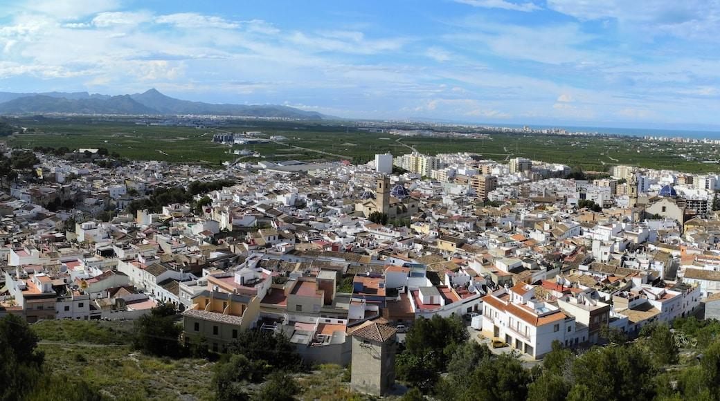Oliva das einen ruhige Szenerie, Stadt und Landschaften