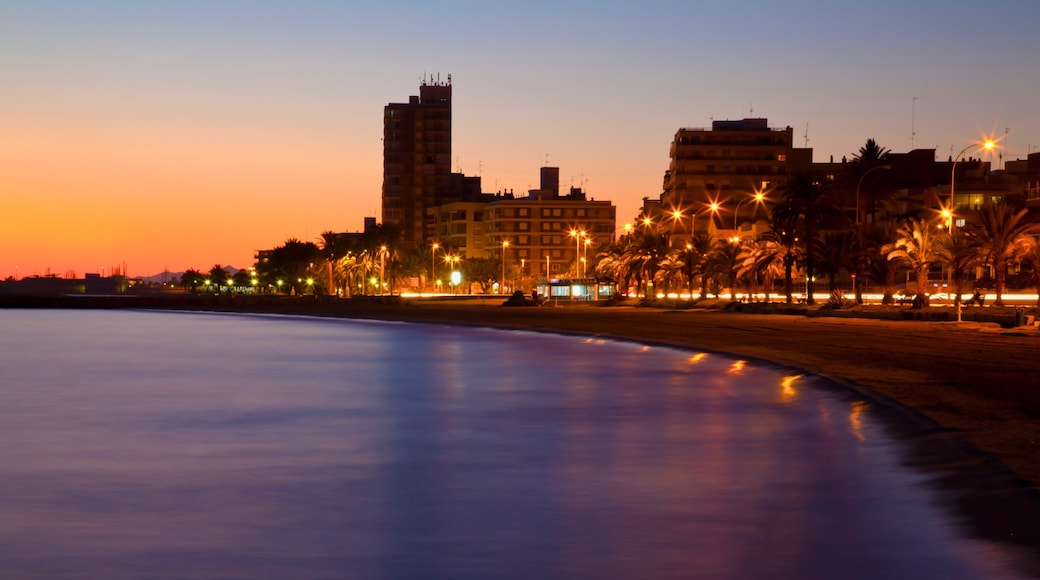 Santa Pola bevat een zonsondergang, een kuststadje en algemene kustgezichten