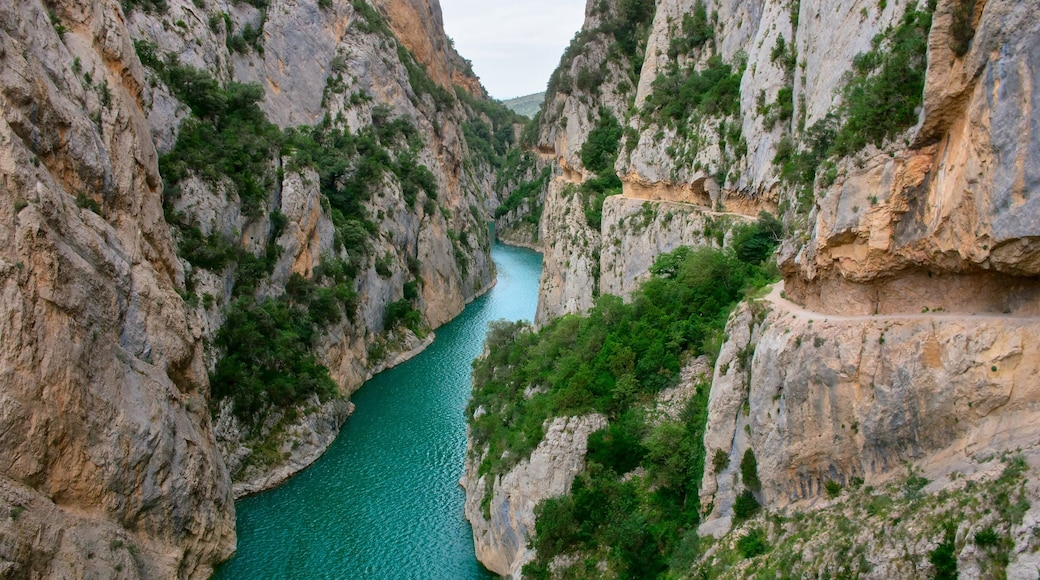 Huesca which includes a river or creek and a gorge or canyon