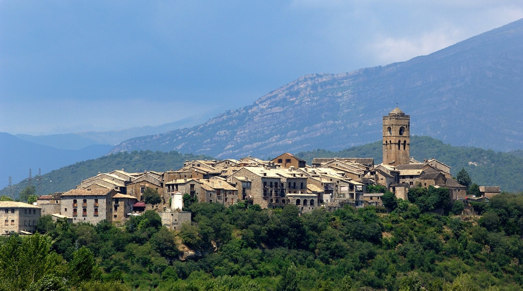Huesca which includes tranquil scenes, a small town or village and mountains