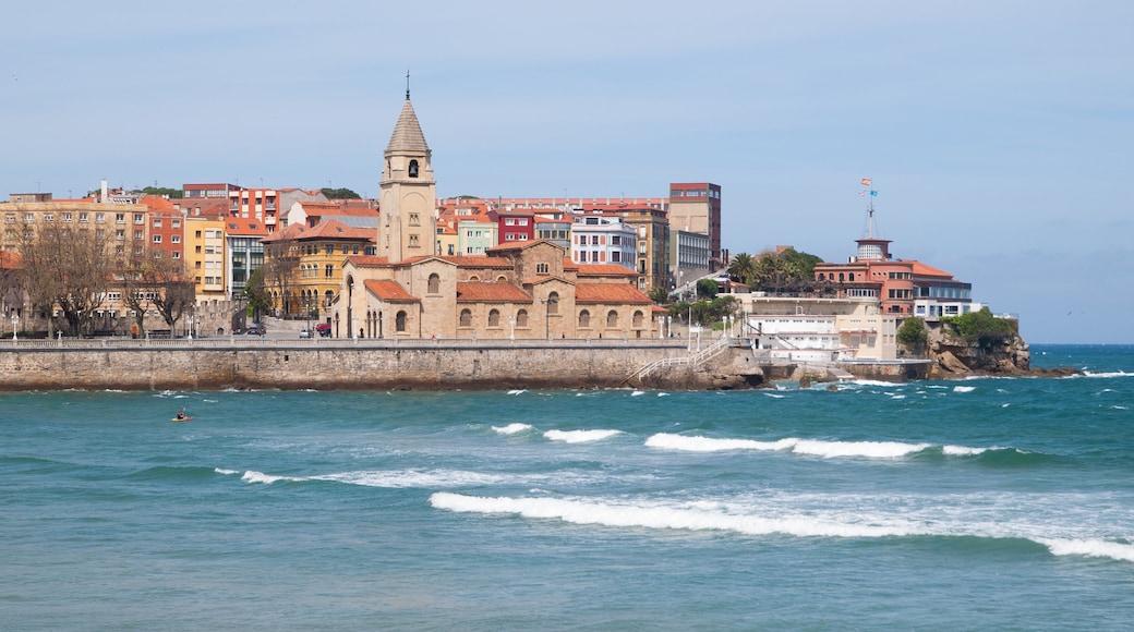 Gijón welches beinhaltet allgemeine Küstenansicht und Küstenort