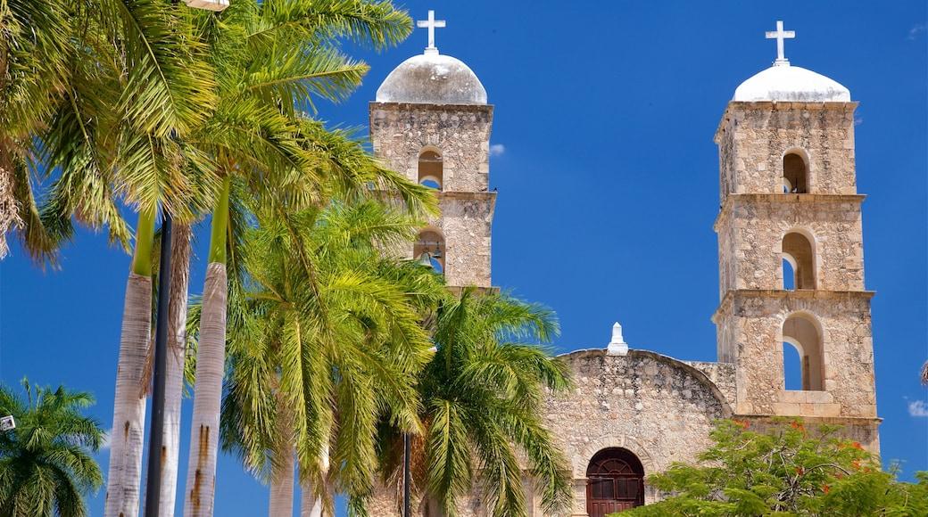 Hecelchakan mostrando una iglesia o catedral y elementos patrimoniales