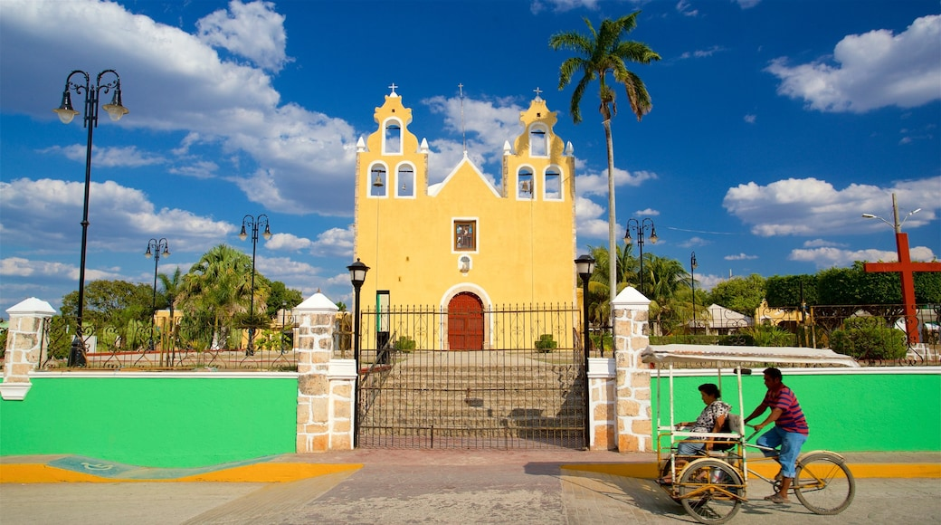 Hopelchén ofreciendo una iglesia o catedral, ciclismo de carretera y elementos patrimoniales